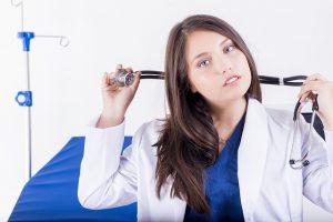 überlegende Ärztin